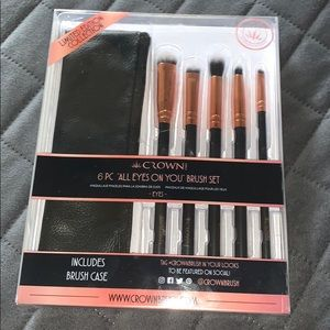 Crown  6pc all eyes on you brush set